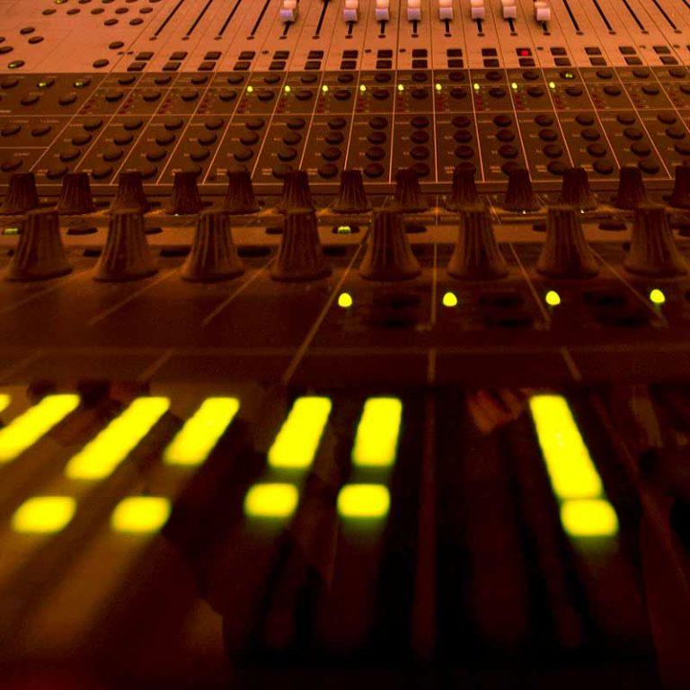 d martigne console radio Middle 8